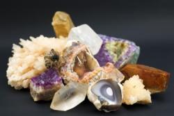 Crystal gemstones compressed AdobeStock_33012097