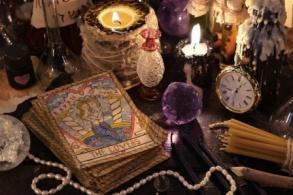 Ritual items compressed AdobeStock_115407824